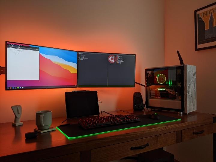 Show_Your_PC_Desk_Part203_15.jpg