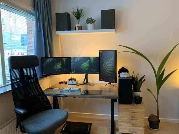 Show_Your_PC_Desk_Part204_37.jpg