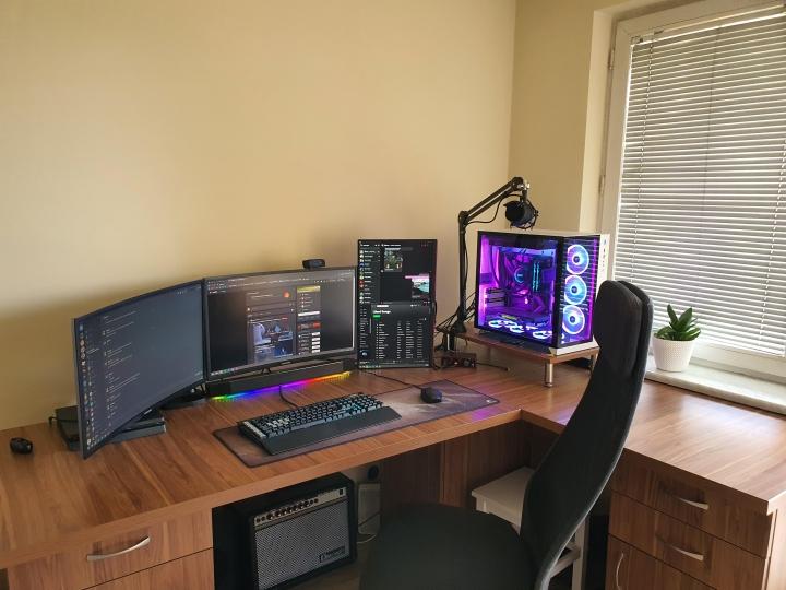Show_Your_PC_Desk_Part204_74.jpg