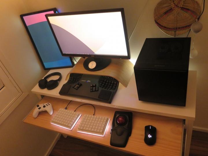 Show_Your_PC_Desk_Part205_54.jpg