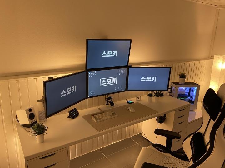 Show_Your_PC_Desk_Part206_84.jpg