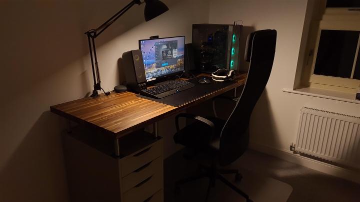 Show_Your_PC_Desk_Part207_05.jpg