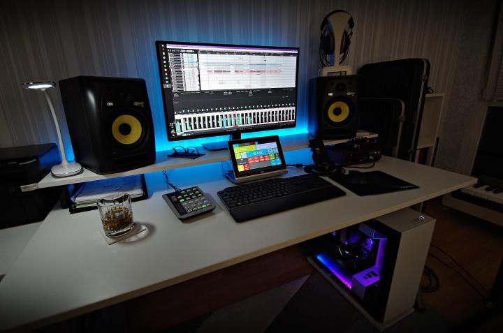 Show_Your_PC_Desk_Part207_20.jpg