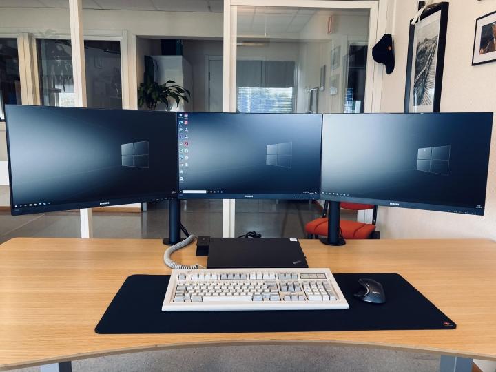 Show_Your_PC_Desk_Part207_29.jpg
