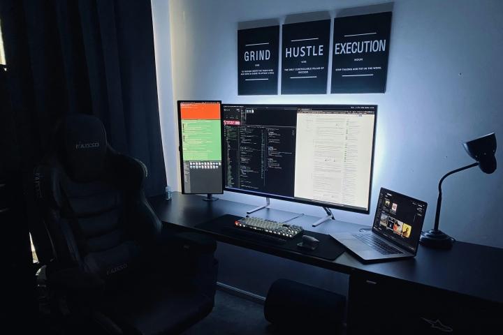 Show_Your_PC_Desk_Part208_01.jpg