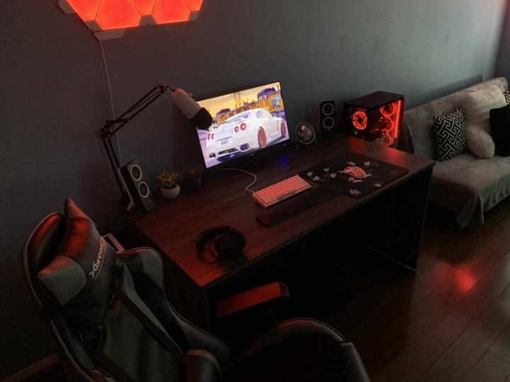 Show_Your_PC_Desk_Part208_02.jpg