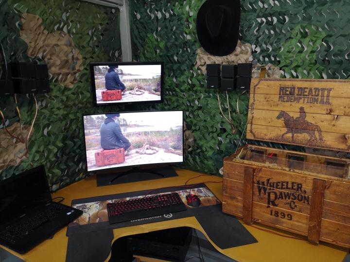 Show_Your_PC_Desk_Part208_08.jpg