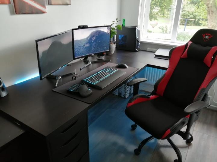 Show_Your_PC_Desk_Part208_13.jpg