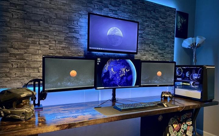 Show_Your_PC_Desk_Part208_35.jpg