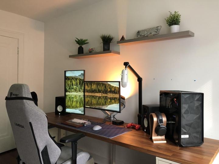 Show_Your_PC_Desk_Part208_38.jpg