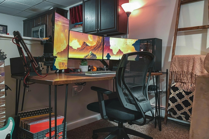 Show_Your_PC_Desk_Part211_01.jpg