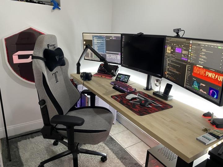 Show_Your_PC_Desk_Part212_02.jpg