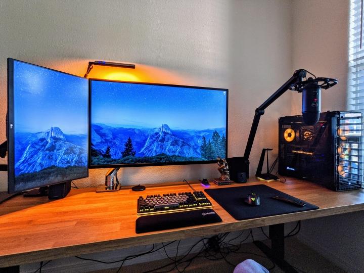 Show_Your_PC_Desk_Part212_100.jpg