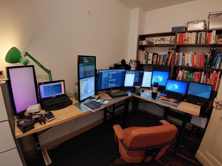 Show_Your_PC_Desk_Part212_19.jpg