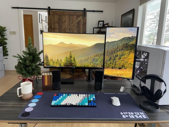Show_Your_PC_Desk_Part213_04.jpg