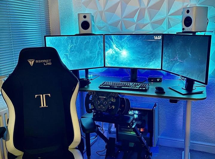 Show_Your_PC_Desk_Part213_07.jpg