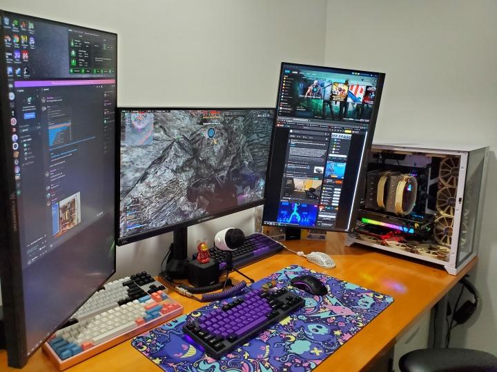 Show_Your_PC_Desk_Part215_95.jpg