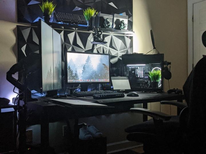 Show_Your_PC_Desk_Part216_02.jpg