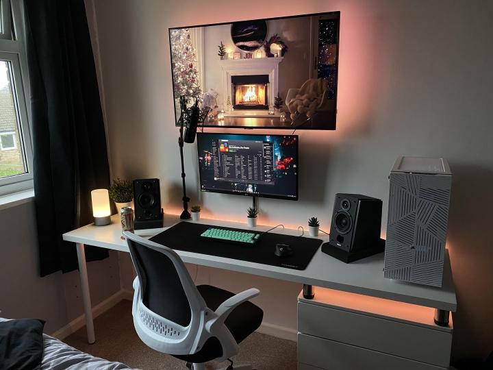 Show_Your_PC_Desk_Part216_04.jpg