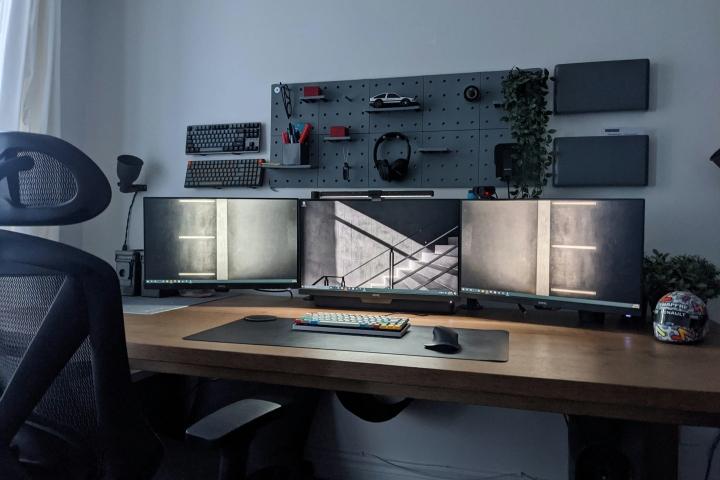 Show_Your_PC_Desk_Part218_01.jpg