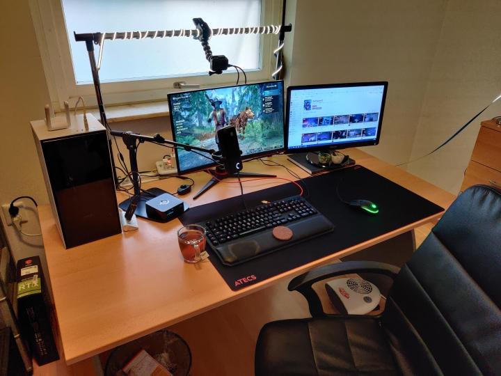 Show_Your_PC_Desk_Part218_05.jpg