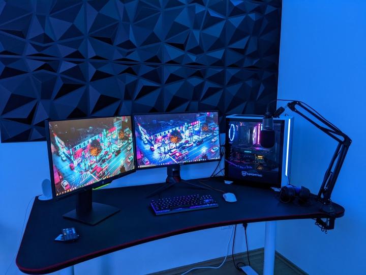 Show_Your_PC_Desk_Part218_07.jpg