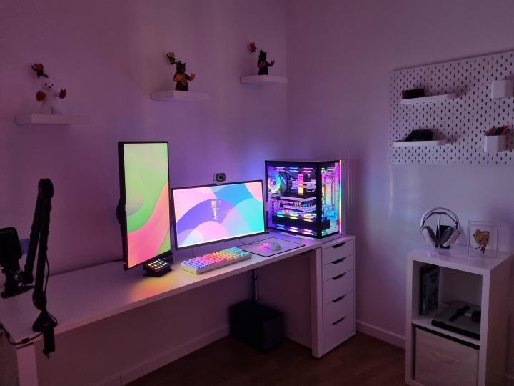 Show_Your_PC_Desk_Part222_13.jpg