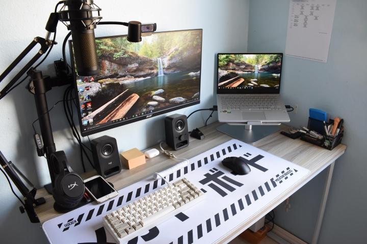Show_Your_PC_Desk_Part222_24.jpg