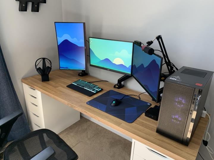 Show_Your_PC_Desk_Part222_35.jpg