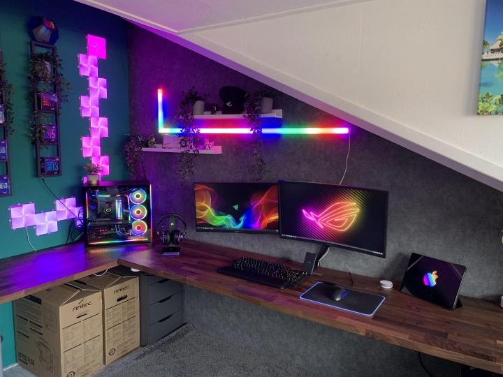 Show_Your_PC_Desk_Part222_41.jpg