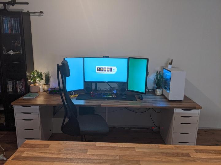 Show_Your_PC_Desk_Part222_48.jpg