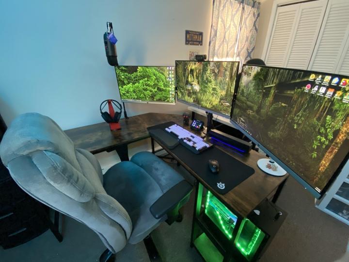 Show_Your_PC_Desk_Part223_10.jpg