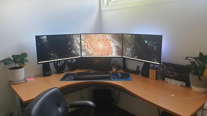 Show_Your_PC_Desk_Part223_16.jpg