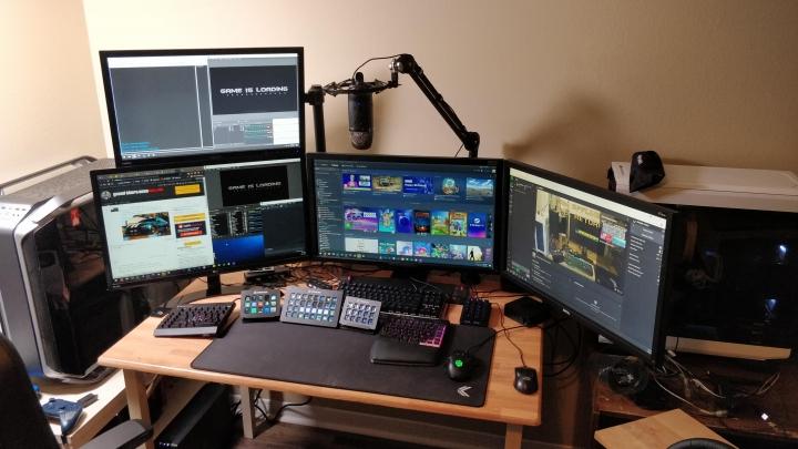 Show_Your_PC_Desk_Part223_24.jpg