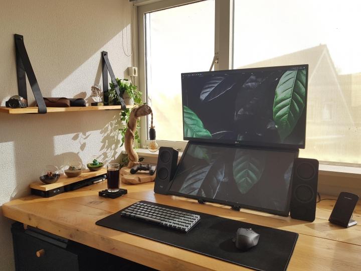 Show_Your_PC_Desk_Part224_11.jpg