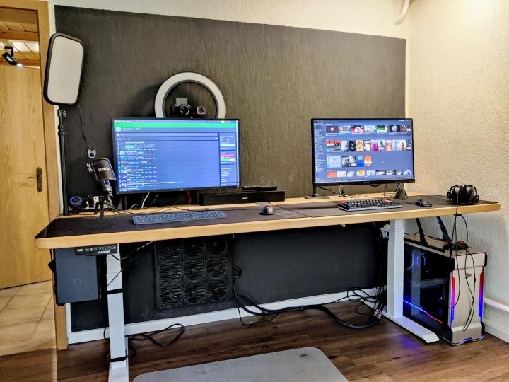 Show_Your_PC_Desk_Part224_18.jpg