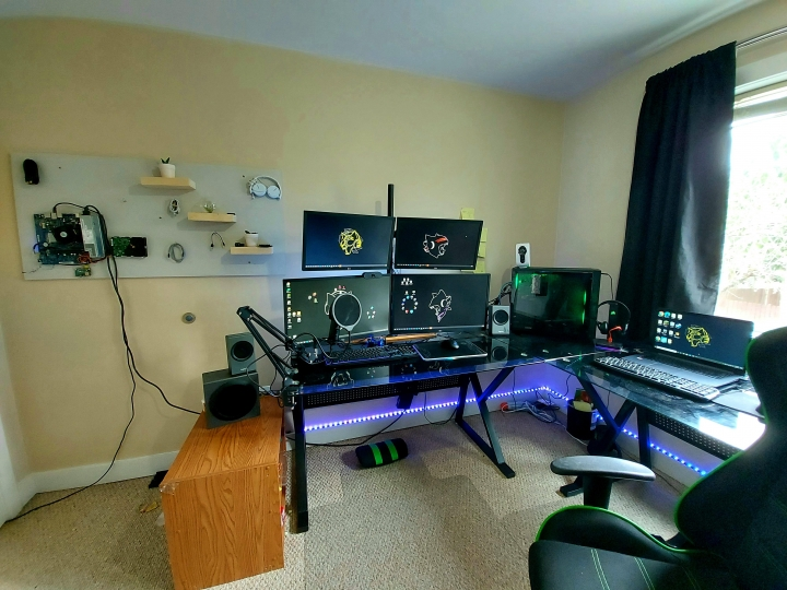 Show_Your_PC_Desk_Part224_30.jpg