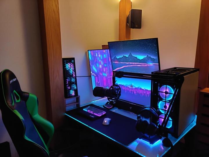 Show_Your_PC_Desk_Part224_49.jpg