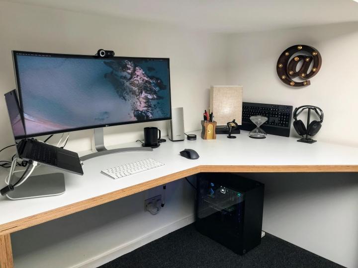 Show_Your_PC_Desk_UltlaWideMonitor_Part62_05.jpg