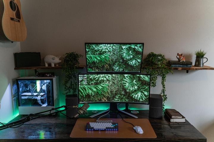 Show_Your_PC_Desk_UltlaWideMonitor_Part63_12.jpg
