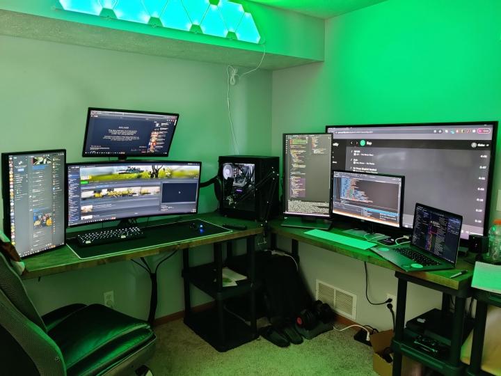 Show_Your_PC_Desk_UltlaWideMonitor_Part63_26.jpg