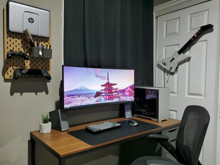 Show_Your_PC_Desk_UltlaWideMonitor_Part64_07.jpg