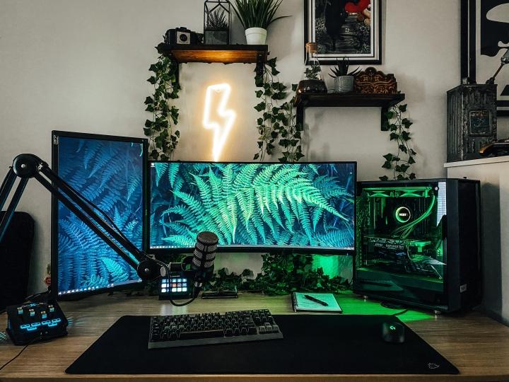 Show_Your_PC_Desk_UltlaWideMonitor_Part66_20.jpg