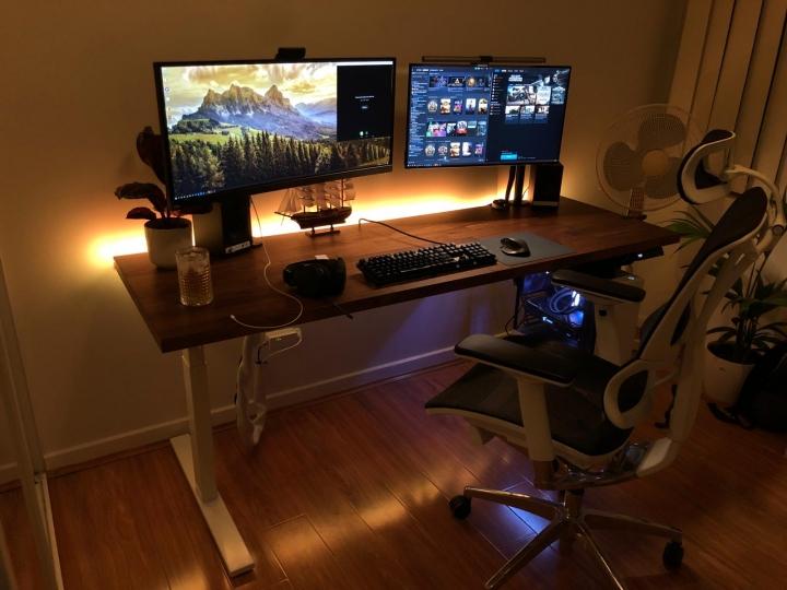 Show_Your_PC_Desk_UltlaWideMonitor_Part67_26.jpg