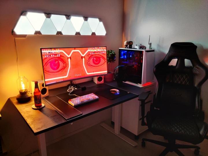 Show_Your_PC_Desk_UltlaWideMonitor_Part67_40.jpg