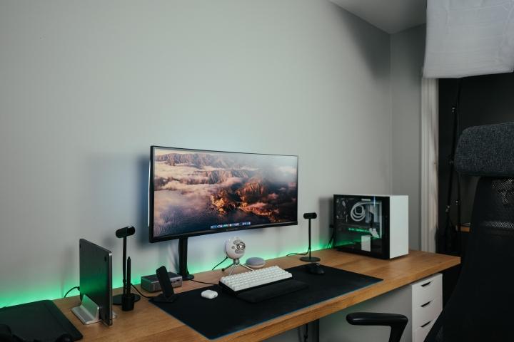 Show_Your_PC_Desk_UltlaWideMonitor_Part67_68.jpg