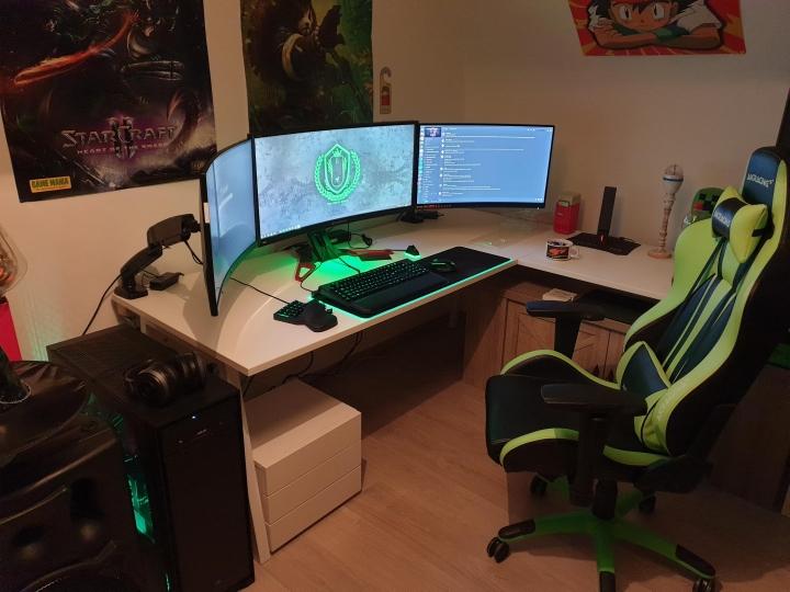 Show_Your_PC_Desk_UltlaWideMonitor_Part69_60.jpg