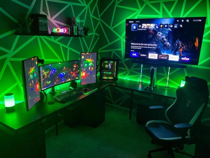 Show_Your_PC_Desk_UltlaWideMonitor_Part70_04.jpg