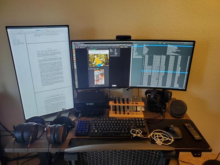 Show_Your_PC_Desk_UltlaWideMonitor_Part70_26.jpg