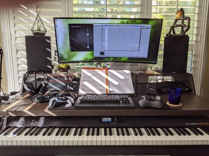 Show_Your_PC_Desk_UltlaWideMonitor_Part70_29.jpg
